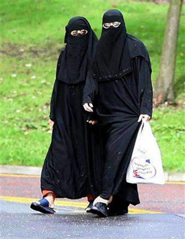 muslim-women-shopping